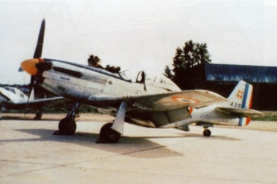 French P-51D two-seat-conversion
